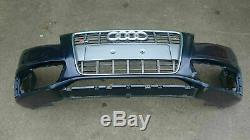 Le pare-chocs Bumper Audi A4 S4 8K0 avec grille devant le lifting
